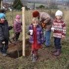 Děti sází stromy 2019-11-28 112